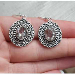 Zilveren oorbellen met Herkimer Diamant in bewerkte setting