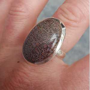 Zilveren ring gezet met brede ovale Dinosaurus been 18 mm