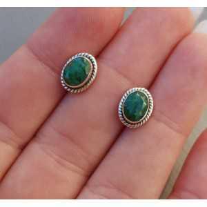 Zilveren oorknoppen gezet met facet Emerald