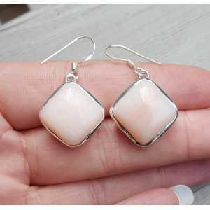 Zilveren oorbellen gezet met vierkante roze Opaal