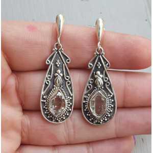 Zilveren oorbellen gezet met Herkimer Diamant in bewerkte setting