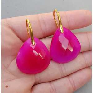 Goud vergulde oorbellen met fuchsia roze Chalcedoon briolet