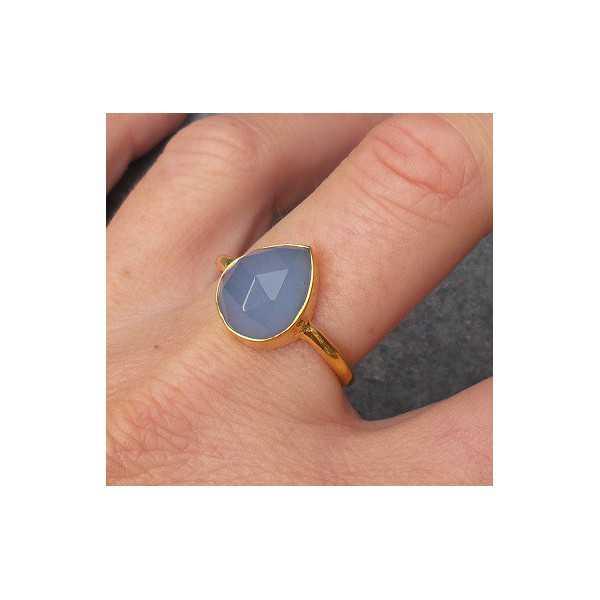 Vergoldet ring mit oval facettierten blauen Chalcedon 18 mm