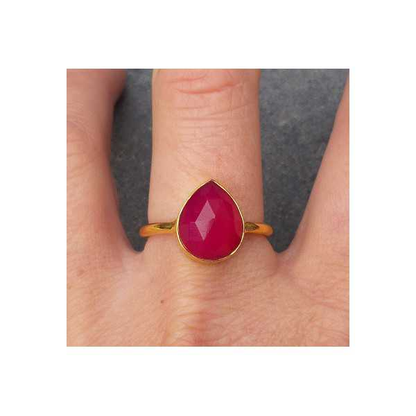 Vergoldet ring mit oval facettierten fuchsia Chalcedon 18,5 mm