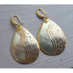 Goud vergulde oorbellen met Blacklip schelp en gouden omlijsting