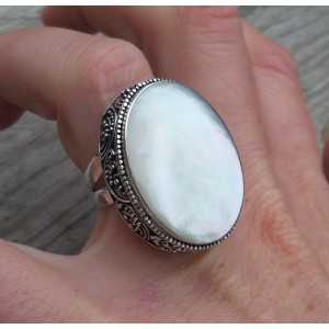 Silver ring with large mother of Pearl in carved setting, 16.5 mm