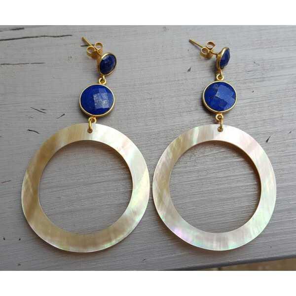 Vergoldete Ohrringe mit Lapis Lazuli und einem ring von shell