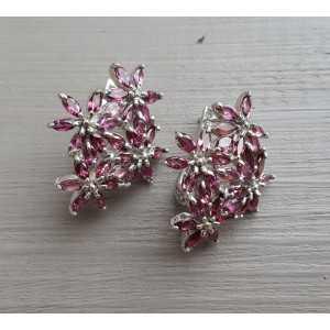 Zilveren oorbellen bloemen gezet met Rhodoliet Granaat