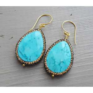 Vergoldete Ohrringe mit Türkis und Kristall-Kante