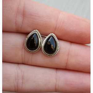 Silver oorknoppen with teardrop shaped black Onyx