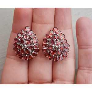 Zilveren oorbellen gezet met ovale Rhodoliet Granaten