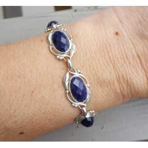 Zilveren armband met ovale facet Saffieren in bewerkte setting Zilveren armband met ovale facet Saffieren in bewerkte setting