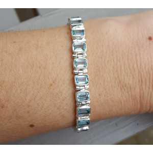 Zilveren armband gezet met rechthoekige blauwe Topazen