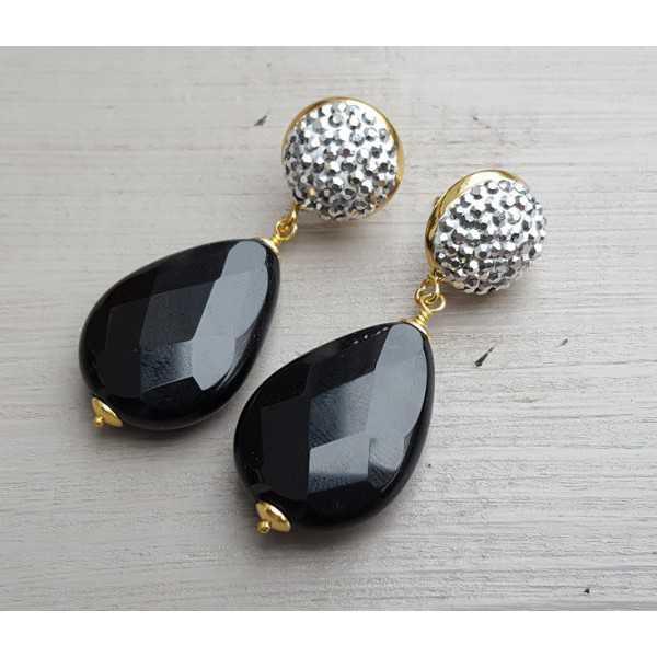 Vergoldete Ohrringe mit Onyx und Kristallen