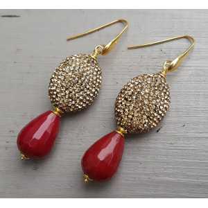 Goud vergulde oorbellen met rode Jade en gouden kristallen