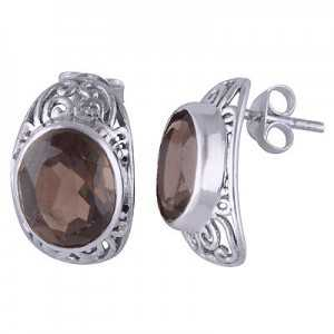 Silver oorknoppen set with oval Smokey Topaz