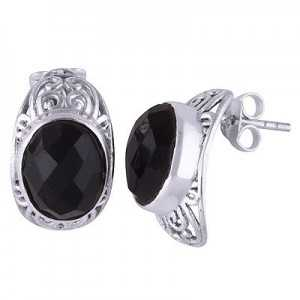 Silver oorknoppen set with oval black Onyx
