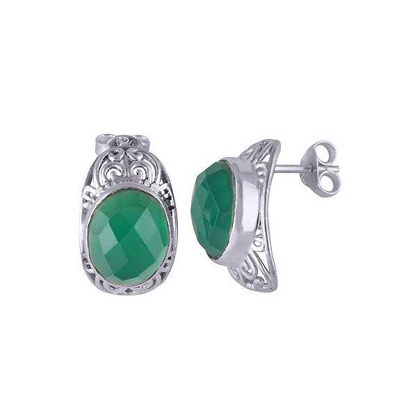Silver oorknoppen set with oval green Onyx