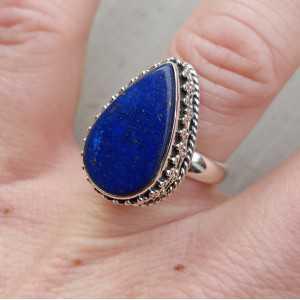 Zilveren ring gezet met Lapis Lazuli en bewerkte kop 17 mm