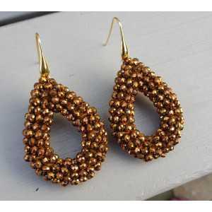 Vergulde oorbellen met open druppel van brons kleurige kristallen