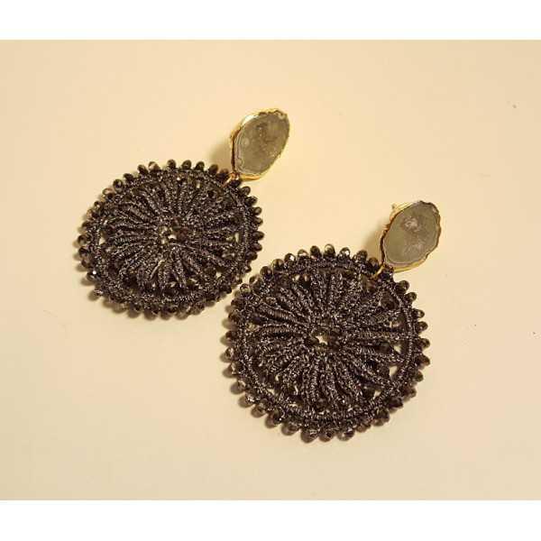 Vergoldete Ohrringe mit Achat-geode und dunkelgrau-Ohrringe mit Kristallen