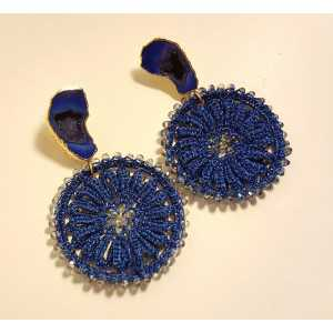 Vergoldete Ohrringe mit Achat-geode und blauen Anhänger mit Kristallen
