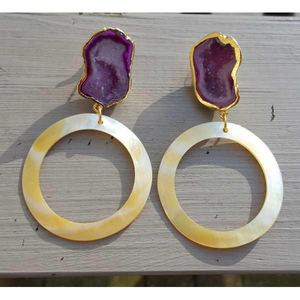Vergulde oorbellen met geode Agaat en ring van Parelmoer