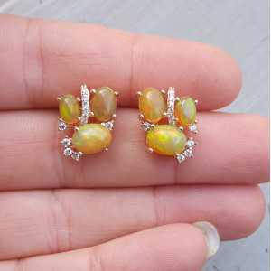 Rosé vergulde oorbellen met Ethiopische Opaal en Zirkonia
