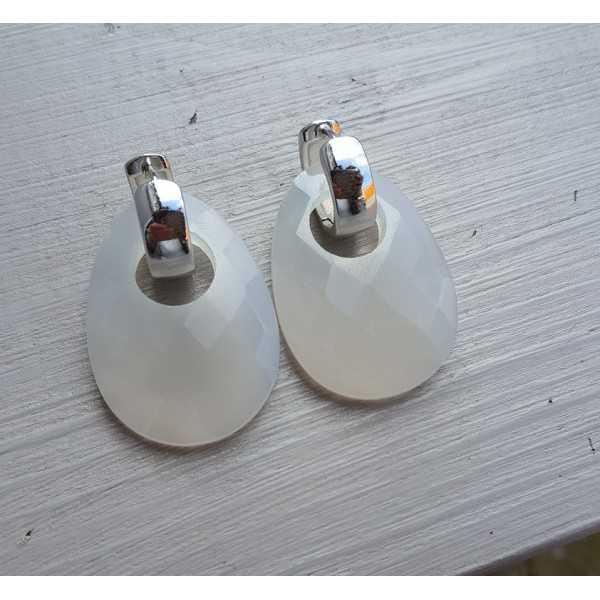 Kreolen mit ovalen grauen Chalcedon-Anhänger