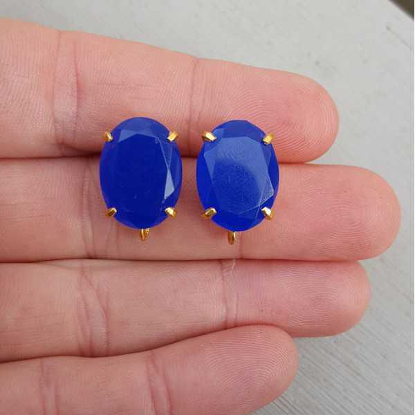 Vergulde oorknoppen gezet met kobalt blauwe Chalcedoon