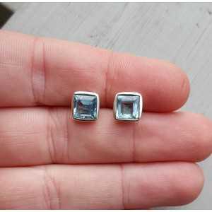Zilveren oorknoppen gezet met vierkante blauwe Topaas