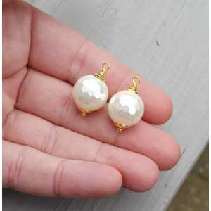 Gold plated loose pendant set with a sphere of mother-of-Pearl