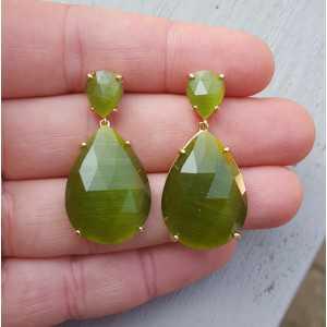 Vergulde oorbellen met twee druppelvormige groene Kattenogen