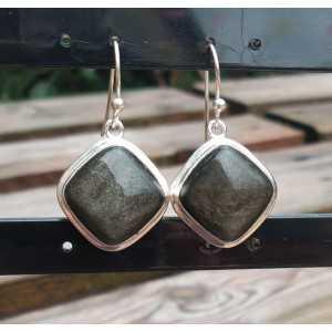 Zilveren oorbellen gezet met vierkante gouden Obsidiaan