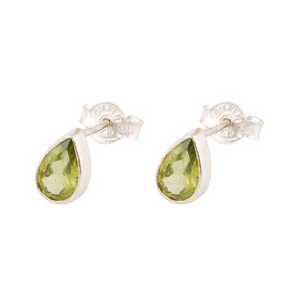 Silver oorknoppen set with oval shape faceted Peridot