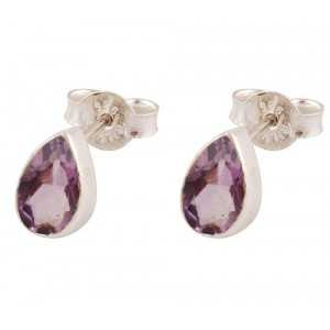 Silver oorknoppen set with oval shape faceted Amethyst