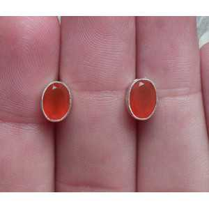 Silver oorknoppen set with faceted Carnelian