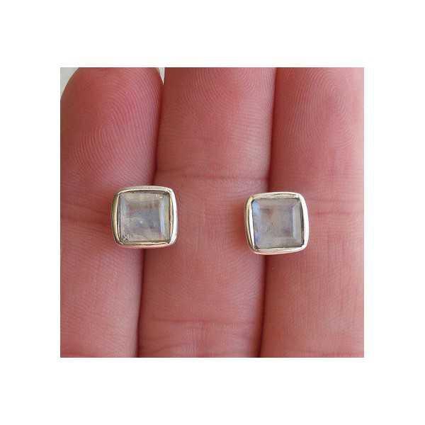 Zilveren oorknoppen gezet met vierkante facet Maansteen