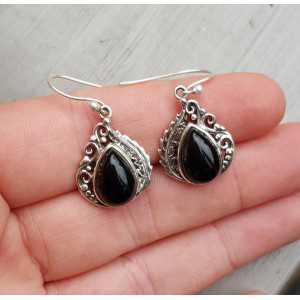 Zilveren oorbellen gezet met zwarte Onyx