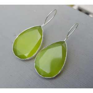 Zilveren oorbellen met brede druppelvormige groene Kattenoog