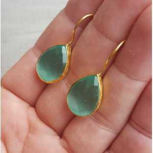 Goud vergulde oorbellen met druppelvormige mint groene Kattenoog