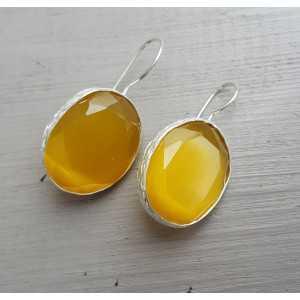 Zilveren oorbellen gezet met gele Kattenoog
