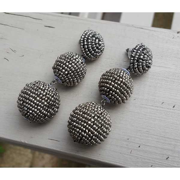 Earrings balls with hematite beads