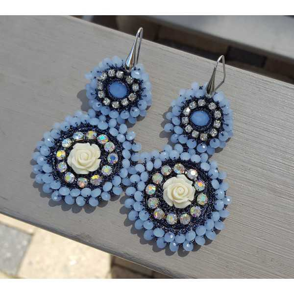 Earrings with pendant of light blue crystals and flower