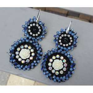 Earrings with pendant with dark blue crystals and flower
