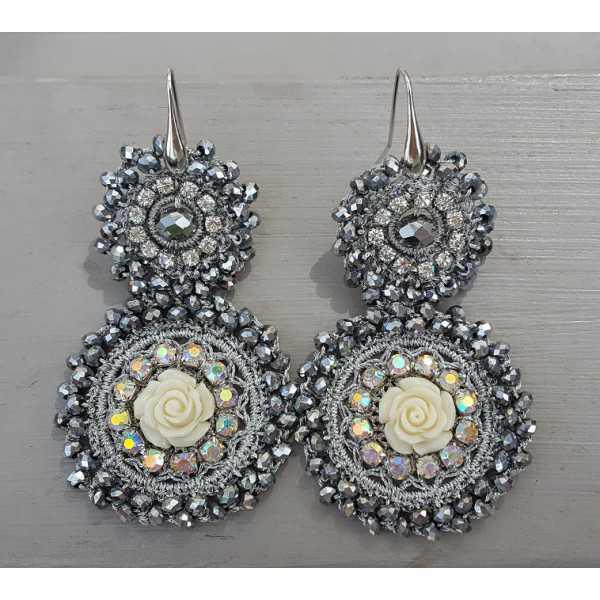 Ohrringe mit Anhänger in Silber-Kristalle und Blume