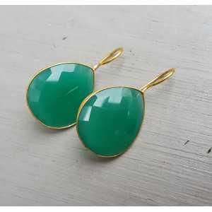 Goud vergulde oorbellen gezet met groene Onyx