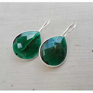 Zilveren oorbellen met druppelvormige Emerald groene quartz