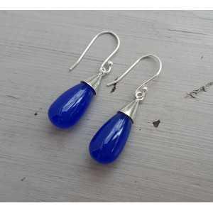 Zilveren oorbellen met druppel van kobalt blauw Chalcedoon