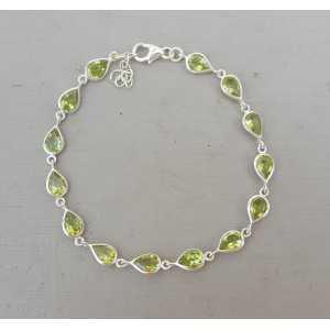 Zilveren armband met druppelvormige Peridot schakels